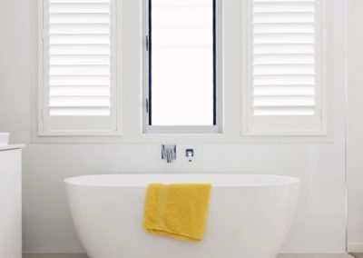 hp-white-bath-yellowtowel
